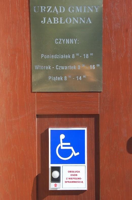 Drzwi do Urzędu Gminy Jabłonna
