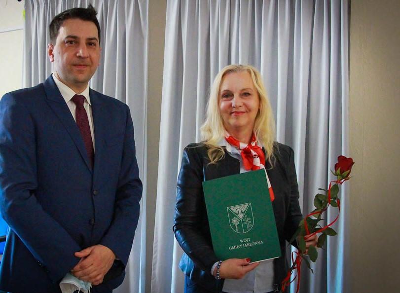 Wójt Jarosław Chodorski z Panią dyrektor Gminnego Centrum Kultury w Jabłonnie - Barbarą Postrożną